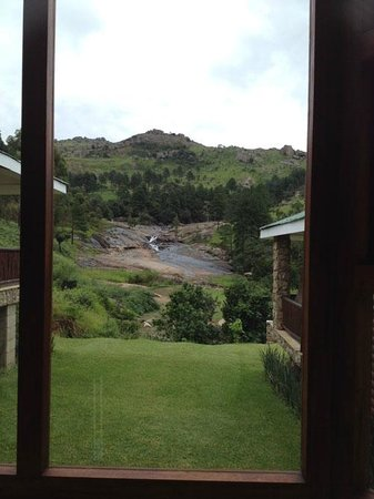Silverstone Falls Lodge: All the rooms have this view.