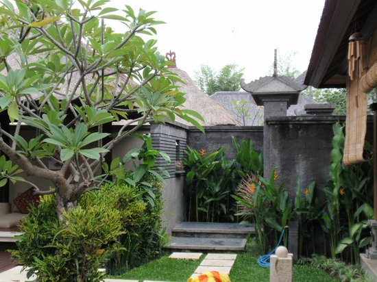 Bali Baik Villa & Residence: entrance to the villa