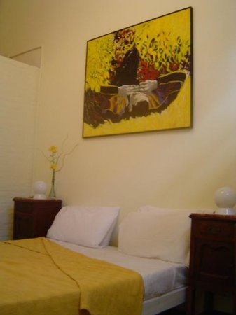 Palermo Viejo Bed & Breakfast: Yellow room
