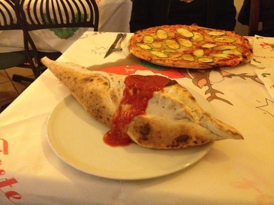 Pizzeria Ristorante Caminetto: calzone pescecane !!!!!!