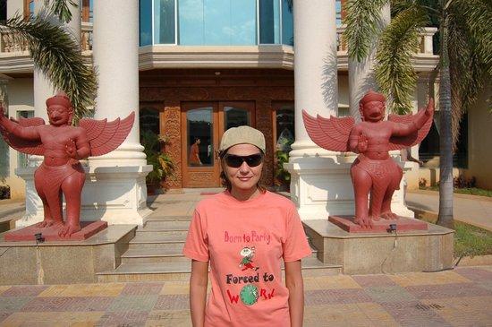 Memoire d' Angkor Boutique Hotel:                   перед входом
