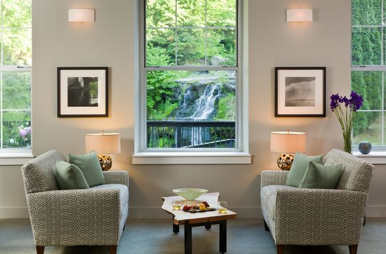 Ledges Hotel: Unmatched location overlooking waterfall