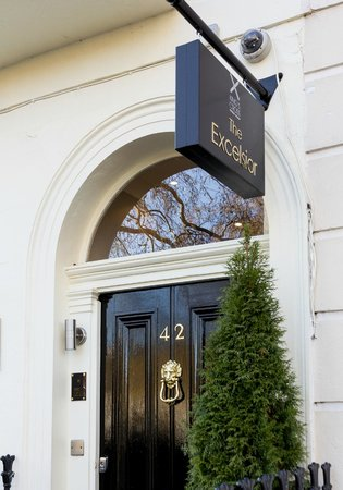 Excelsior Hotel London: Entrance