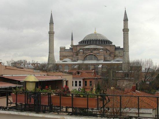 Celal Sultan Hotel: Terraço aberto