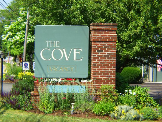 Cove Motel: Front Entrance