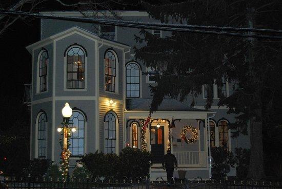 Adele Turner Inn: la maison vue en soirée