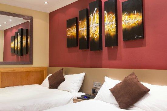 Excelsior Hotel London: Room