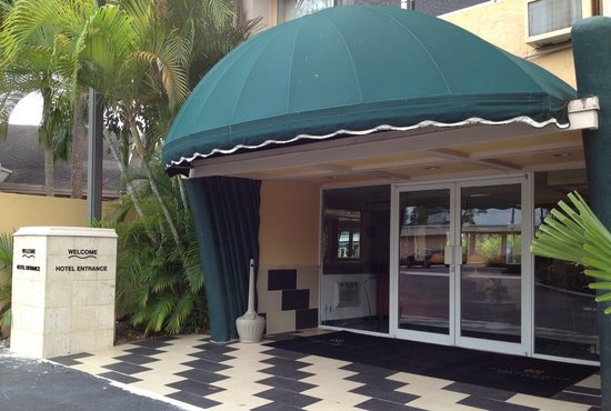Hollywood Beach Golf Resort: Resort Hotel Entrance