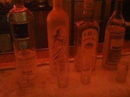 Red Square : Iced Bar Top