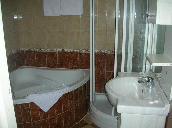 ApartHotel Susa: un gran bel bagno