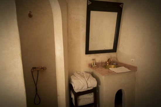 salle de bain de la chambre cactus picture of riad la rose du desert marrakech tripadvisor. Black Bedroom Furniture Sets. Home Design Ideas
