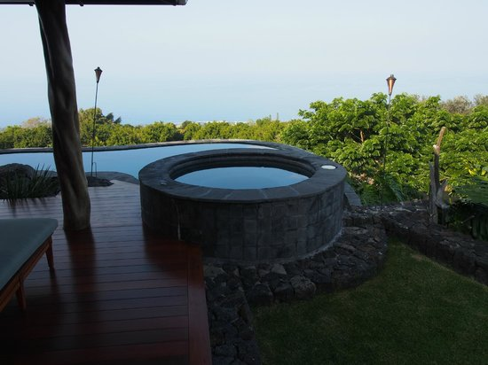 Haleakala Bed and Breakfast: Whirlpool - Zimmeraussicht bei Blick nach links