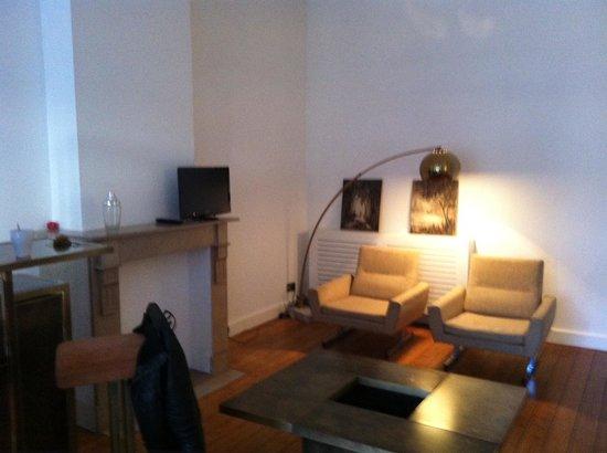 Quatre20cinq : Seating area in bedroom