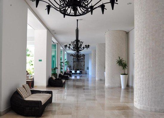 Mayan Palace Puerto Vallarta: Hotel lobby