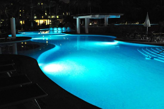 Mayan Palace Puerto Vallarta: Pool area by night