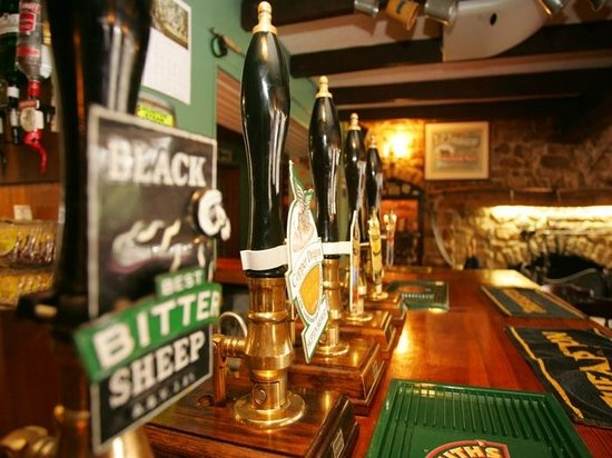 "Countryman's Inn: A fine selection of Camera, ""LocAle"" Cask Marque approved beers"