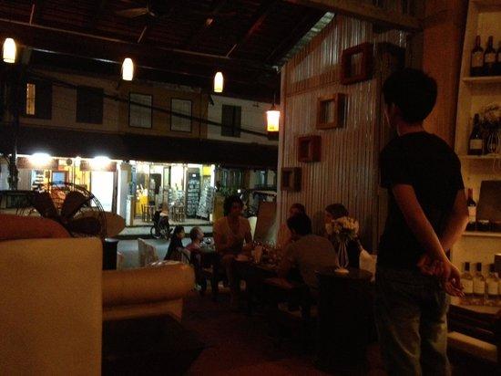 Boat Bar - Restaurant: Outdoor dining area