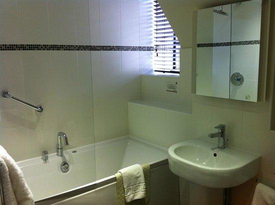 De Vere Oxford Thames: Bathroom