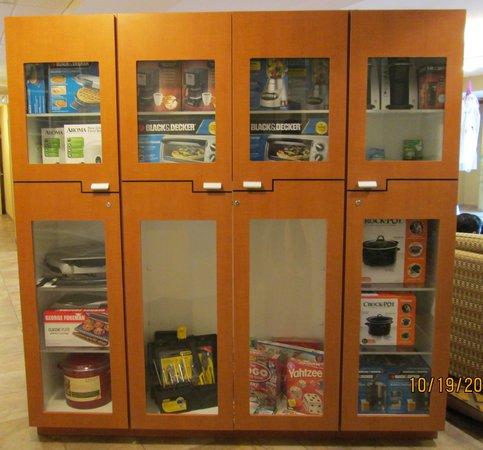 Candlewood Suites Fayetteville: Lending Locker