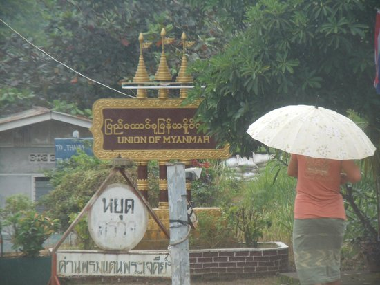 Three Pagodas Pass: Il confine con la Birmania