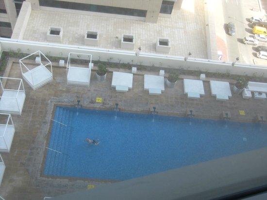 فندق ميديا وان: Piscina vista dalla stanza 