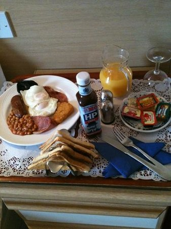 New Wilmington Hotel: husband's breakfast in bed!!