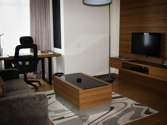 Ramada Plaza Dua Sentral Kuala Lumpur: Seperate Living Area with LCD Tv and DVD Player (1-Bedroom Suite)