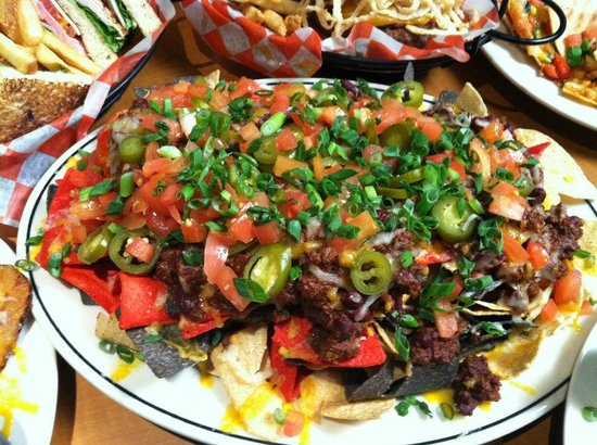 Damon's Sports Bar & Grill: Ultimate Nachos