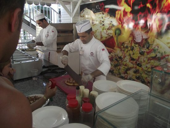 Delphin Palace Hotel: pizza and pasta