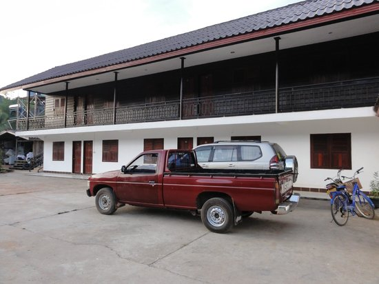 Chantha House: Accès aux chambres donnant sur le parking