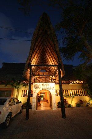Hotel LunaSol: Vue extérieur de l'hôtel