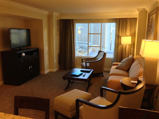Hilton Grand Vacations on Paradise (Convention Center): Spacious Living Room