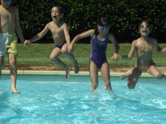 Podere Sette Piagge: swimming