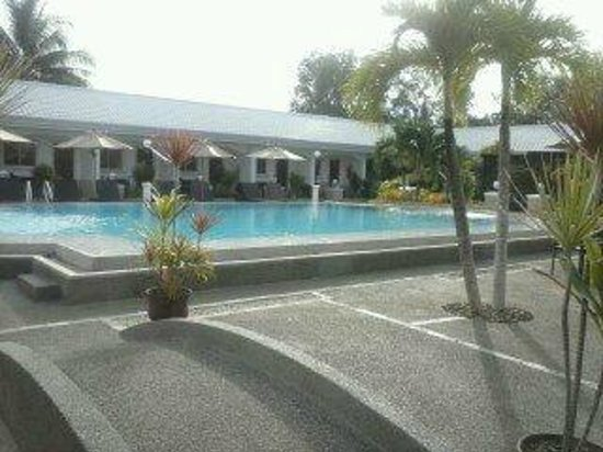 Panglao Regents Park Resort: Main building pool area