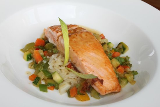 Azul Beach Resort The Fives Playa Del Carmen: Salmon at the Sea Olive (lunch)