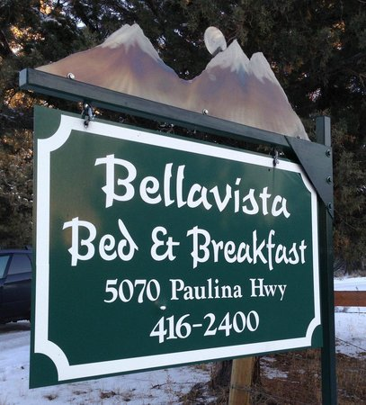 Bellavista Bed & Breakfast: Signage from the road