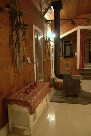 Trout Lake Country Inn : Two wood stoves heat the place and give it that old homey feel
