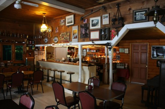 Trout Lake Country Inn : The restaurant and bar area