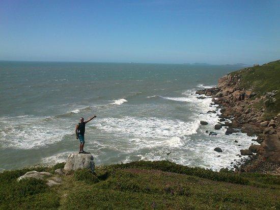 Praia Itapiruba : As ondas nas pedras