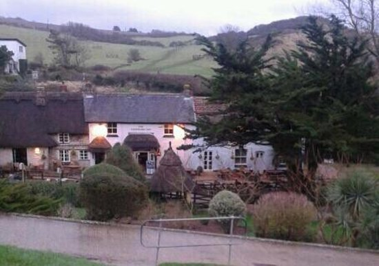 The Smuggler's Inn: perfect location, hidden away to find in a stormy day.
