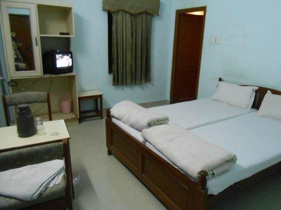 Kochar's Hotel Marudhar Heritage: Clean room with TV