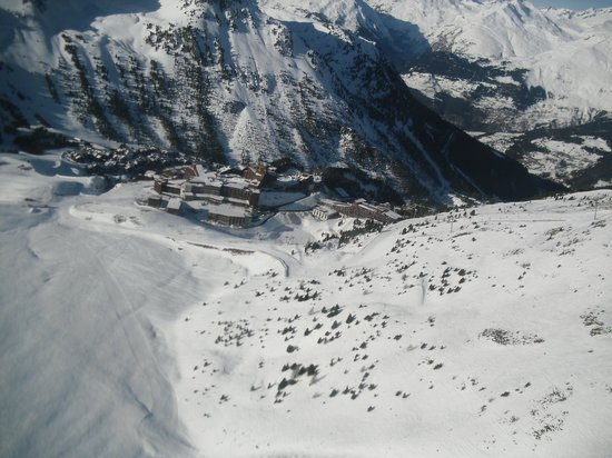 Club Med Arcs Extreme: Club Med Les arcs from the air