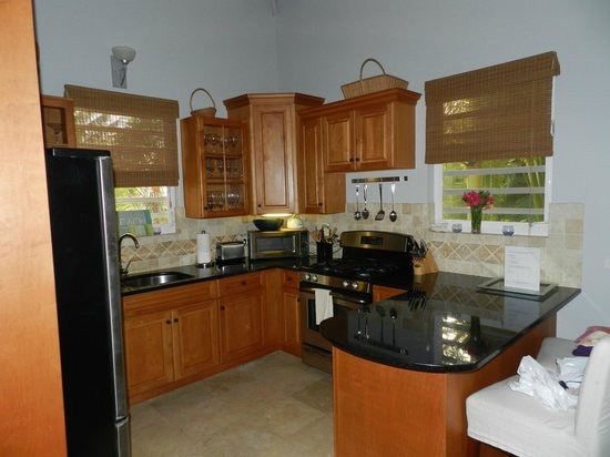 Meads Bay Beach Villas: Kitchen