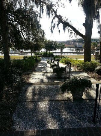 Waterfront Park: Steps