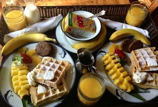 Ashford Manor Bed and Breakfast: breakfast in bed!