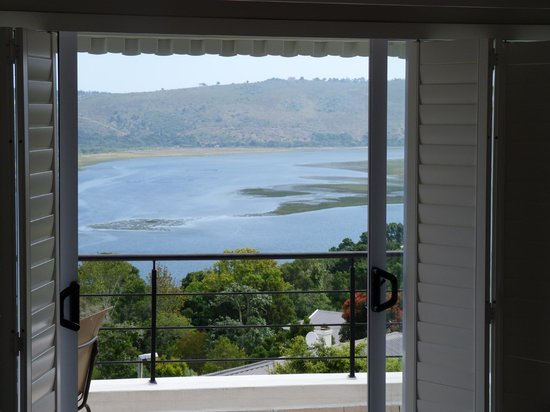 Villa Afrikana Guest Suites: View from Spitskop Suite of the Knysna Lagoon