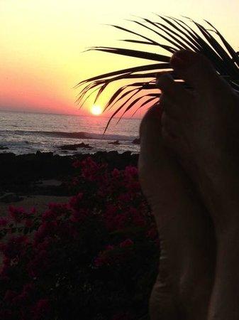 Casa Las Piedras: Celebrating sunset at Casa de las Piedras