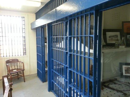 Old Jail Art Center & Museum : cells for men