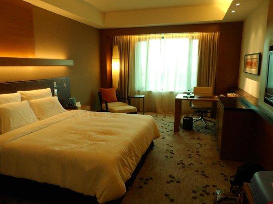 Radisson Blu Cebu: Our spacious room