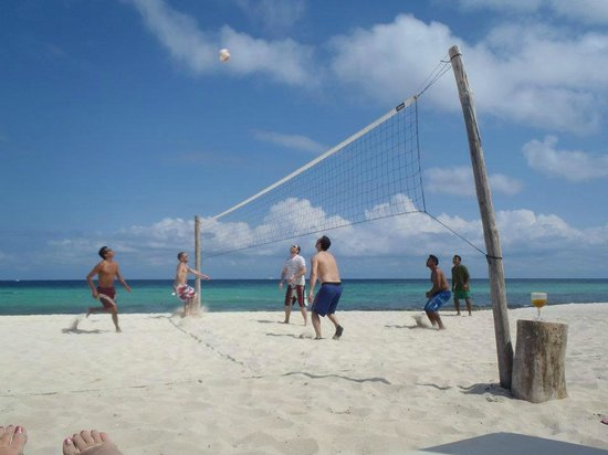 Azul Fives Hotel By Karisma: Volleyball open at 10am and 4pm everyday!!